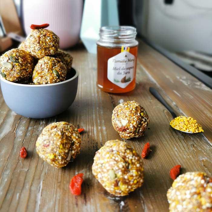 Recette energy balls au pollen, baies de goji, levure de bier et miel de ravintsara